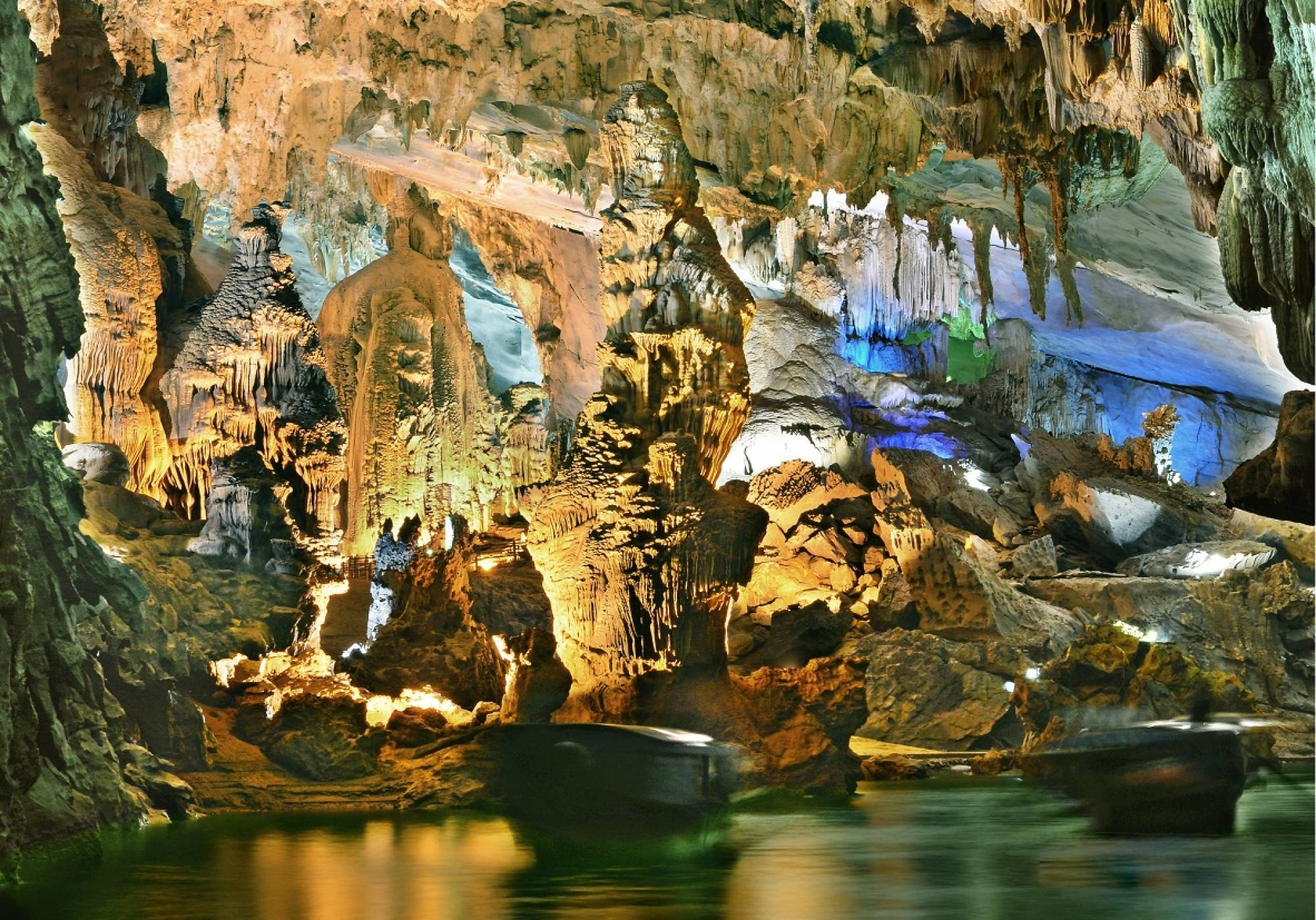 DAILY GROUP TOUR: PHONG NHA CAVE AND PARADISE CAVE 1 DAY