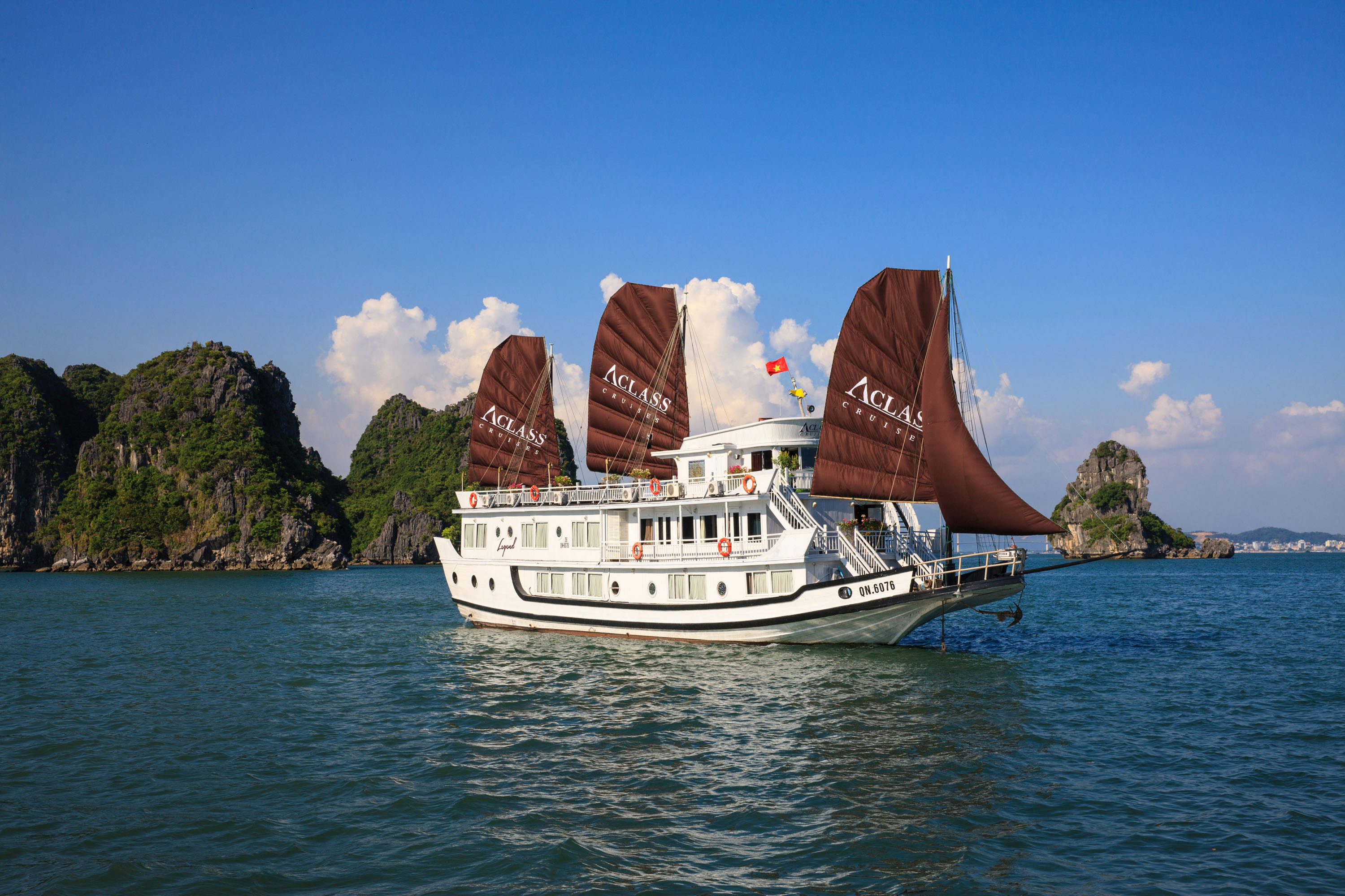 Ha Noi City – Ha Long Bay 4D3N (High Season)